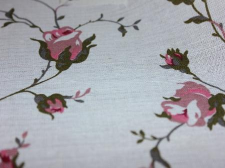 Натуральные полульняные ткани: 90П. Розовые розы на белом, полулён.