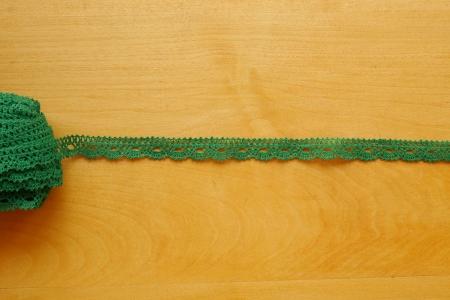 Льняное кружево: 8К. Зеленое узкое кружево