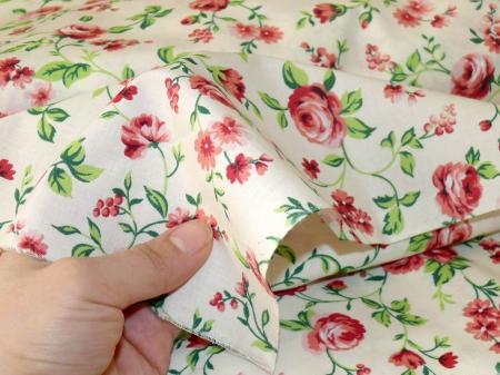 Хлопковая ткань: 208. Крупные розы на кремовой бязи.