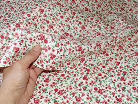 Хлопковая ткань: 211. Мелкие розы на кремовой бязи.