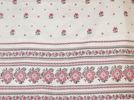 Льняная ткань: 35П. Цветочный узор на светлом льне.