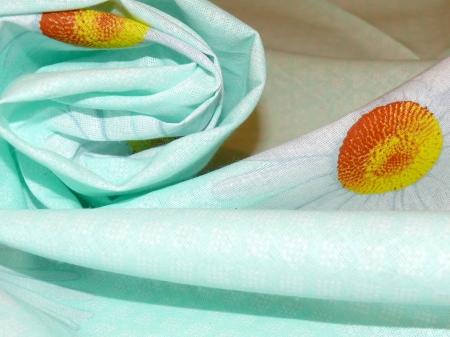 Хлопковая ткань: 221Б. Белые ромашки на салатовой бязи
