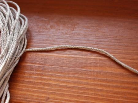 5Ш. Серый тонкий шнур.