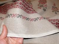 Льняная ткань: 37П. Узор с петухами на темном льне.