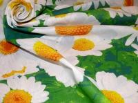 Хлопковая ткань: 222Б. Крупные ромашки на зеленой бязи.